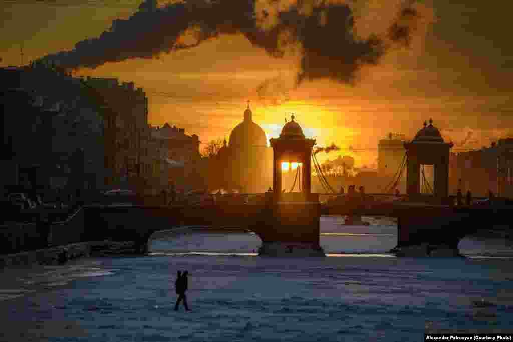 Каналы Санкт-Петербурга замерзают далеко не каждую зиму, а только, когда стоят длительные холода. Этот снимок был сделан в 2014-м году
