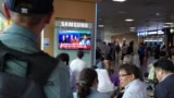 South Korea -- People watch television the summit between US President Donald Trump and North Korean leader Kim Jong Un in Singapore, in Seoul on June 12, 2018.