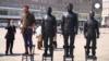 В Берлине поставили памятник Ассанжу, Сноудену и Мэннингу