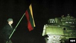13 января 1991 года в Вильнюсе. Фото: EPA