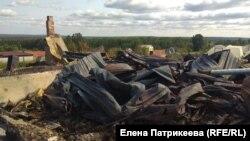 Сгоревший дом Надежды Леоновой в Каменке