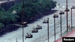 Танки на площади Тяньаньмэнь в Пекине