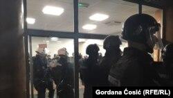 Полиция в здании RTS