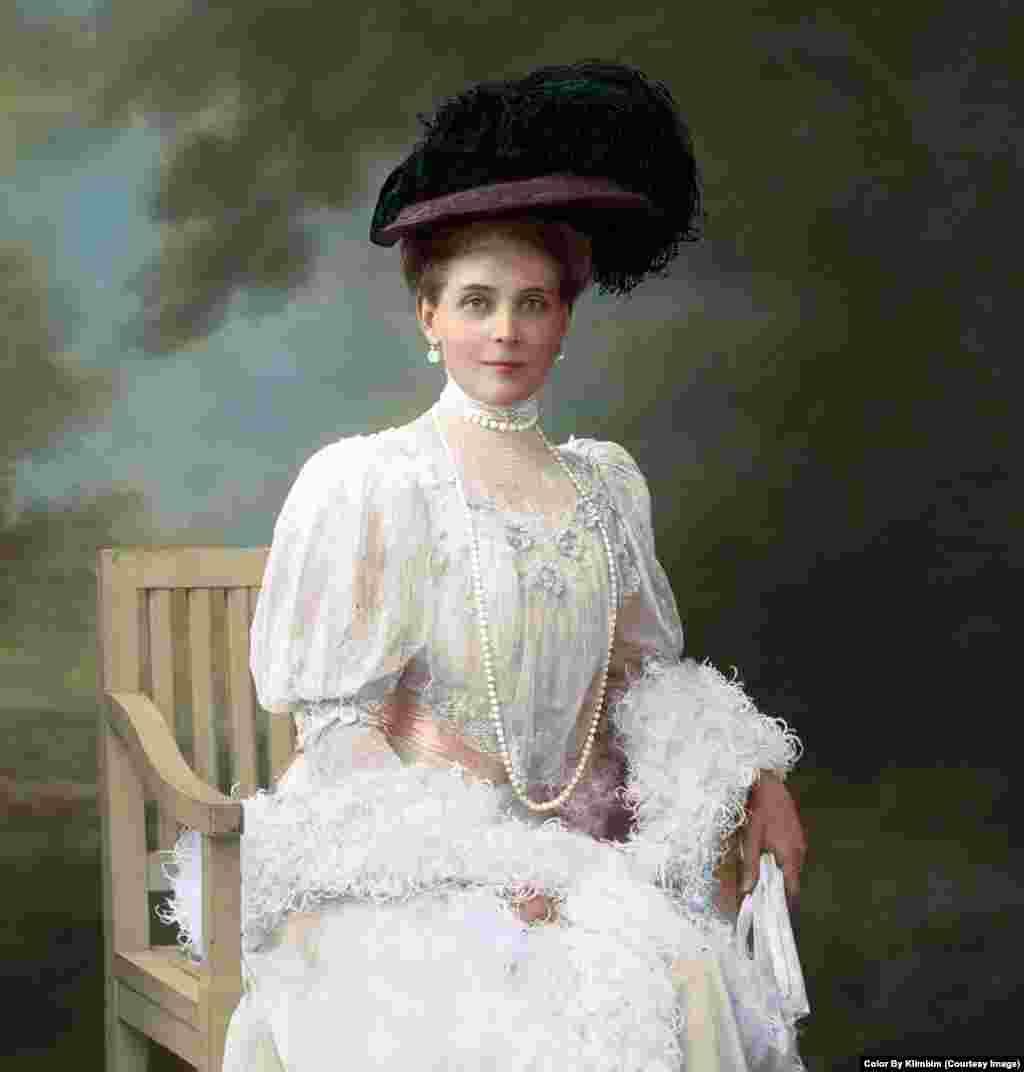 На фото – принцесса Зинаида Юсупова, одна из богатейших женщин царской России. Она была знаменита тем, что активно занималась поддержкой приютов, больниц при церквях и других благотворительных учреждений по всей стране. Ее сын стал одним из трех соучастников убийства Распутина