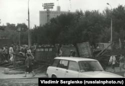 Баррикады на Конюшковской улице после провала путча ГКЧП. Фото: Владимир Сергиенко
