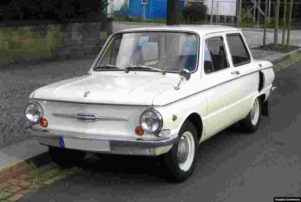 """Десять лет спустя на советских дорогах появился ЗАЗ-968. А за боковые воздухозаборники в народе его называли """"ушастым"""" или """"Чебурашкой"""""""