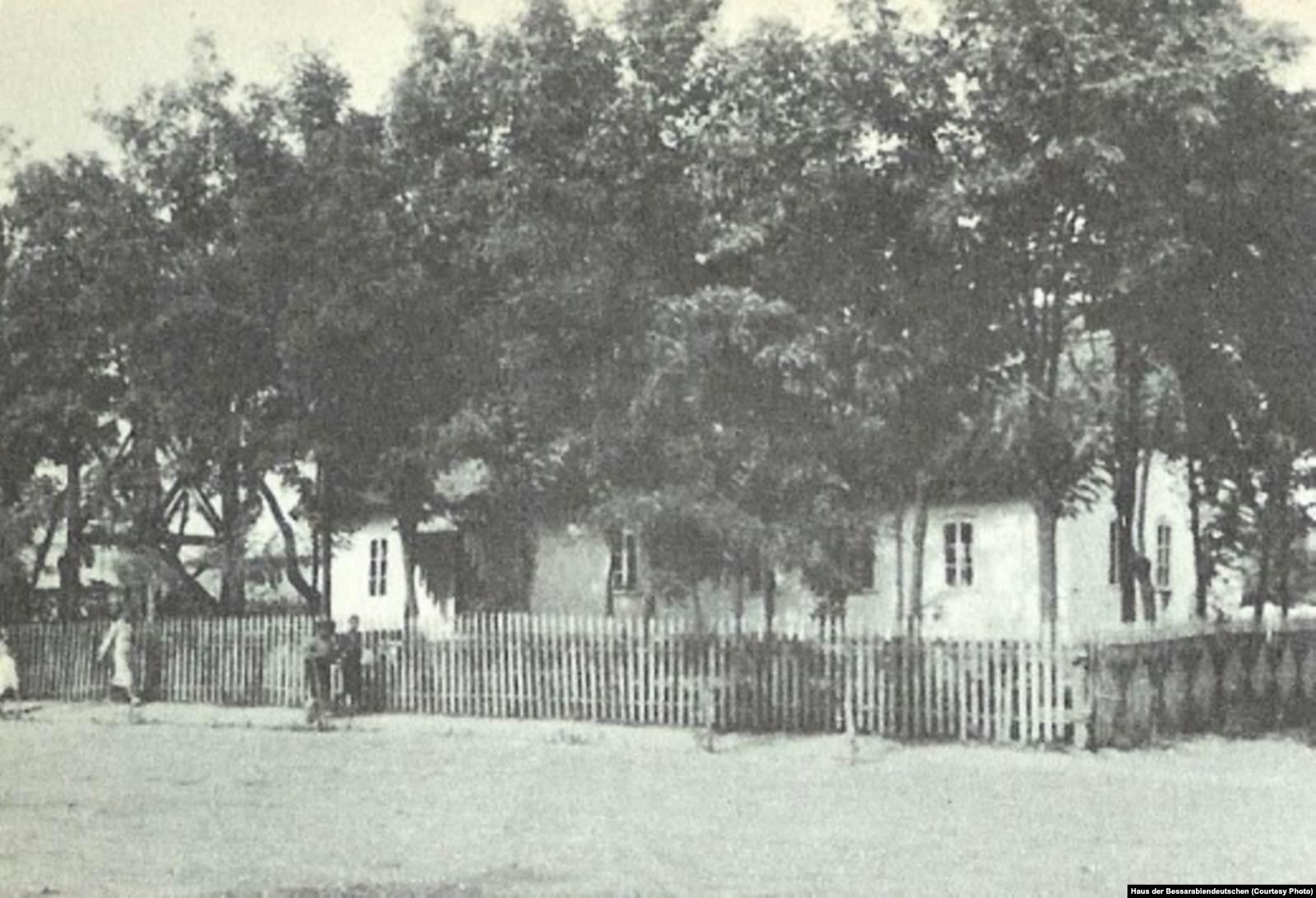 Молельный дом и школа в Гиртенгейме (Чобановке), архив общественной организации «Дом бессарабских немцев»