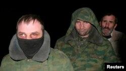 """Украинские пленные в """"ЛНР"""" во время обмена в феврале 2015 года"""