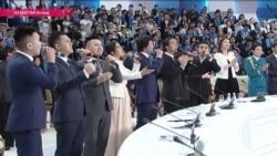 Казахстан славит Назарбаева: ему поют песни и открывают памятники при жизни