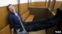 Надежда Савченко на процессе в Донецке Ростовской области, 2016 год