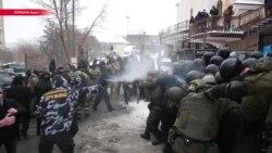 Мэра Одессы отпустили на поруки. Во время столкновений возле суда ранен полицейский
