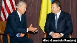 """Вице-президент США Джо Байден и лидер """"Партии регионов"""" Виктор Янукович, 21 июля 2009 года"""