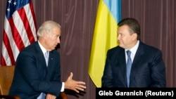 Байден с Виктором Януковичем в 2009 году