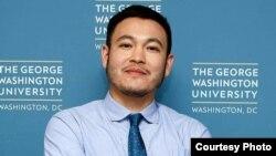 Гражданин Кыргызстана Тенгиз Сыдыков, сын бывшего посла Кыргызстана в США Замиры Сыдыковой, подозреваемый в причастности к контрабанде оружия