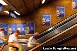 Антисоросовские плакаты в будапештском метро
