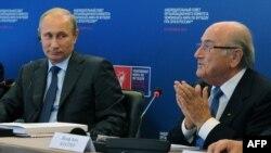 Владимир Путин с главой FIFA Зеппом Блаттером, 28 октября 2014 года