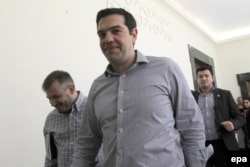 Премьер-министр Греции направляется парламент с новыми предложениями по выходу из кризиса, 10 июля 2015