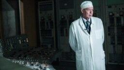 """Александр Черанев вернулся за пульт старшего инженера управления турбиной впервые за 30 лет. 26 апреля 1986 года его вызвали на станцию из дома в 5 утра. """"Впечатления тяжелые. Эта тяжесть не в том, как мы работали в тот день, ликвидировали последствия аварии и пытались спасти реактор, а в том, что позже начали умирать наши друзья"""""""