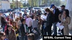 Очереди перед посольством Китая в Бишкеке