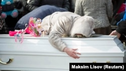 В Кемерове прощаются с погибшими в пожаре
