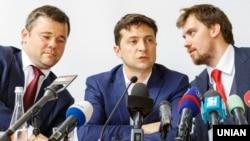 Глава администрации Зеленского Андрей Богдан, президент Владимир Зеленский и Алексей Гончарук