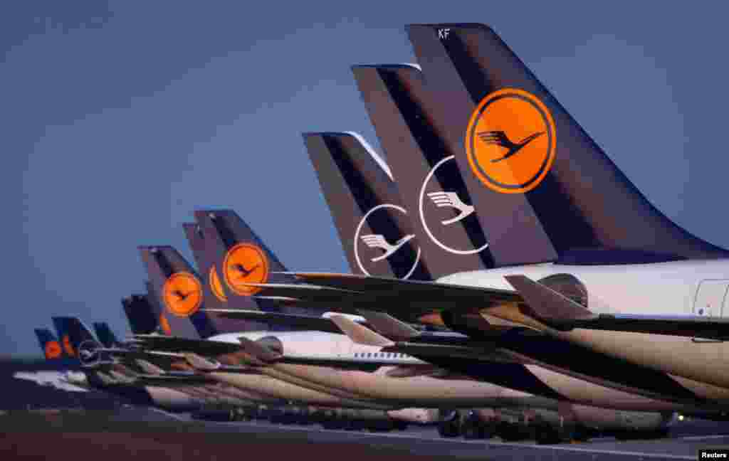 """Самолеты """"Люфтганзы"""" в аэропорту Франкфурта, Германия. 23 марта 2020 года"""