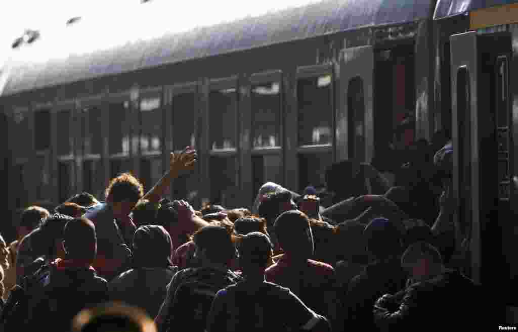 Поезд - не только средство передвижения, но и надежда на лучшую жизнь в Европе