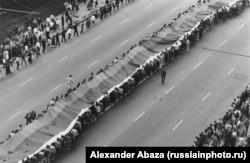 Похороны защитников Белого дома. Фото: Александр Абаза