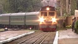 Бронированный поезд, розовые диваны. На чем ездит Ким Чен Ын