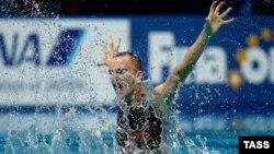 Российский синхронист Александр Мальцев во время выступления на Чемпионате мира в Казани в 2015 году. Фото: ТАСС