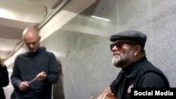 boris grebentshikov sings in Moscow metro