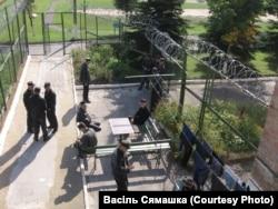 Колония №3 в Витебске. Заключенные на прогулке