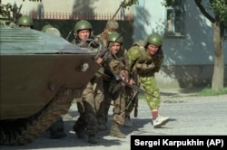 Members of an elite Russian unit advance toward the hospital in Budyonnovsk on June 17, 1995, during an assault on the building.