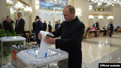 Initial Vote Results Suggest Russia Backs Keeping Putin In Power But Opposition Persists
