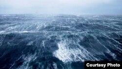 Вид на Каспийское море с нефтяной платформы