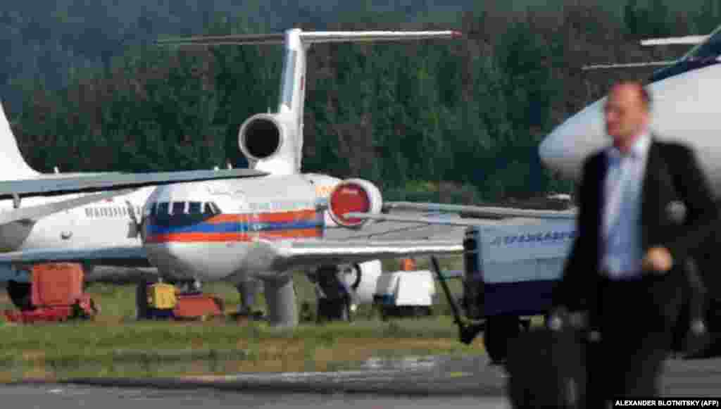 Самолет МЧС России в московском аэропорту Домодедово 9 июля 2010 года по прилету из Вены, где состоялся обмен. На борту находились десять человек, высланных США