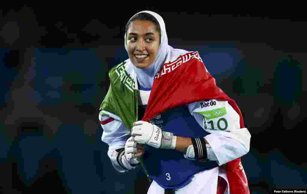 Иранская тхэквондистка Кимия Ализаде стала первой женщиной-спортсменкой в истории страны, которая завоевала медаль на Олимпийских играх. Она завоевала бронзу в весовой категории до 57 кг