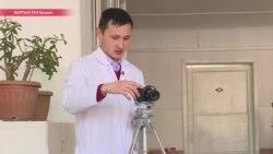 Лайки и репосты из-под скальпеля: молодой хирург стримит видео своих операций