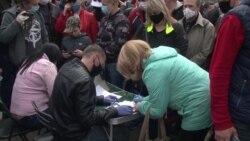 В Беларуси, несмотря на коронавирус, отдать подписи за соперников Лукашенко на выборах собрались сотни людей