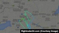 Рейс FZ981 компании FlyDubai перед заходом на посадку в аэропорту Ростова-на-Дону