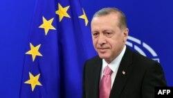 Эрдоган выступает в Европарламенте 5 октября 2015 года