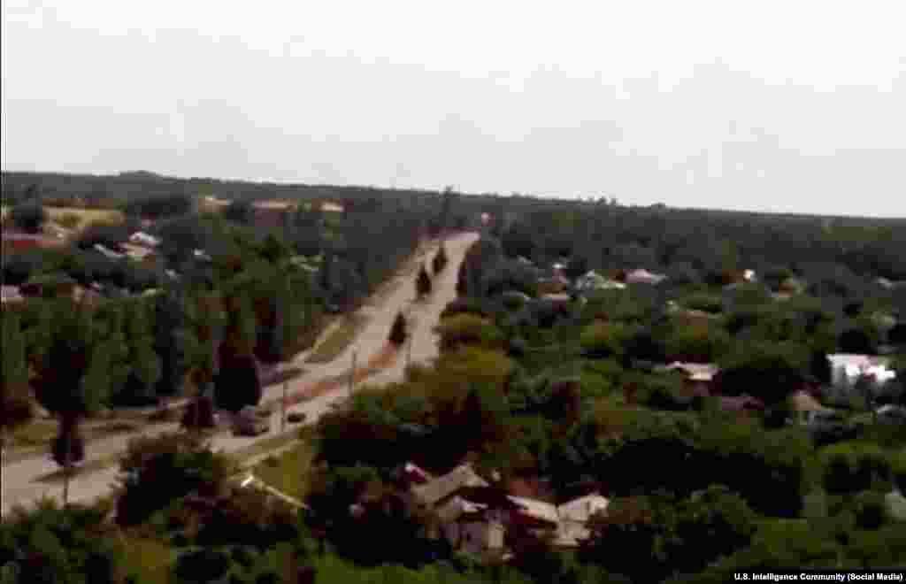 """Фотография из социальных сетей: """"Бук"""" неподалеку от Краснодона. Согласно данным разведки, """"Бук"""" направляется в сторону российской территории. Фотография сделана после крушения рейса MH17 Малайзийских авиалиний."""