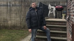 Алексей Мужецкий у своего дома в Нью-Йорке