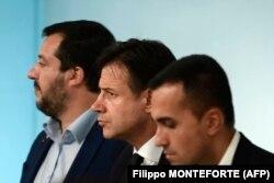 Премьер Италии Джузеппе Конте с министрами экономики и внутренних дел