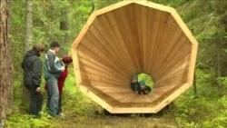 """Эстонцы """"слушают природу"""" в лесных беседках-мегафонах"""