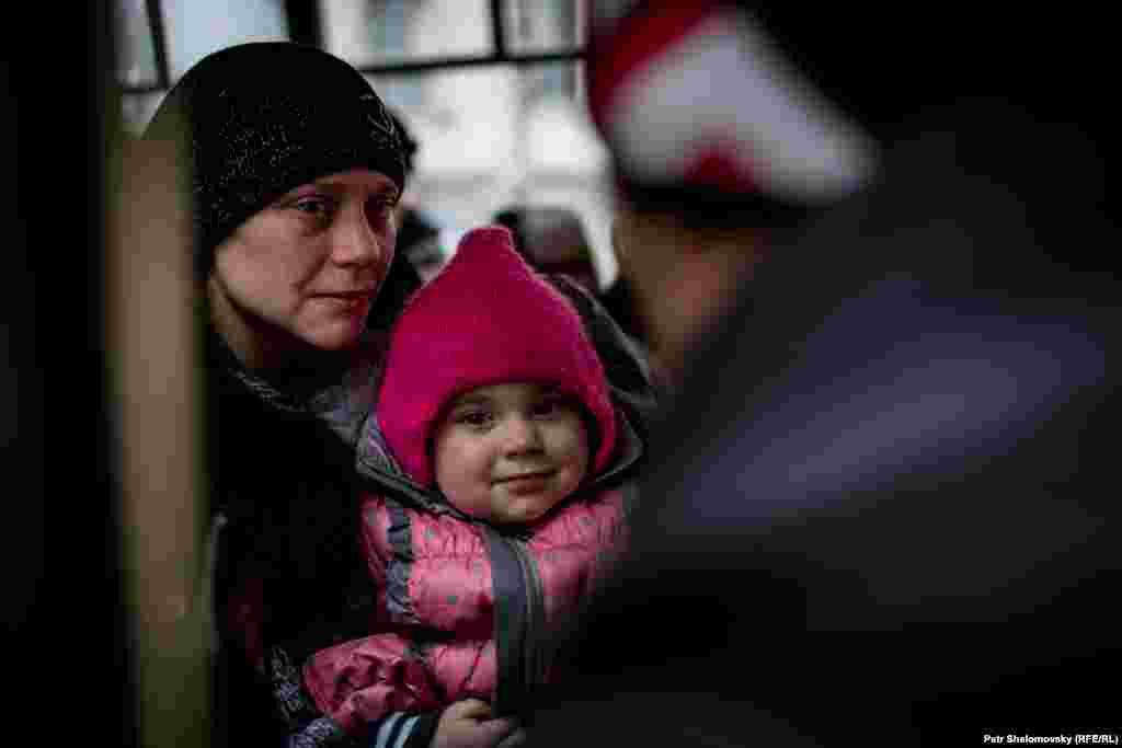 Эвакуация жителей из Дебальцево, Донецкая область Украины. 3 февраля 2015 г