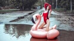 Поможет ли надувной фламинго переплыть лужи саратовским властям