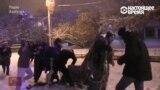 """Полицейские в Ереване пытаются арестовать оппозиционную """"елку"""""""