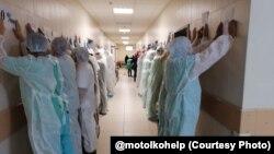 Акция солидарности врачей БСМП с задержанным Артемом Сорокиным. Фото: @motolkohelp