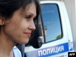 """Людмила Савчук – бывшая сотрудница """"фабрики"""", она утверждает что внедрилась в компанию, чтобы раскрыть ее деятельность"""